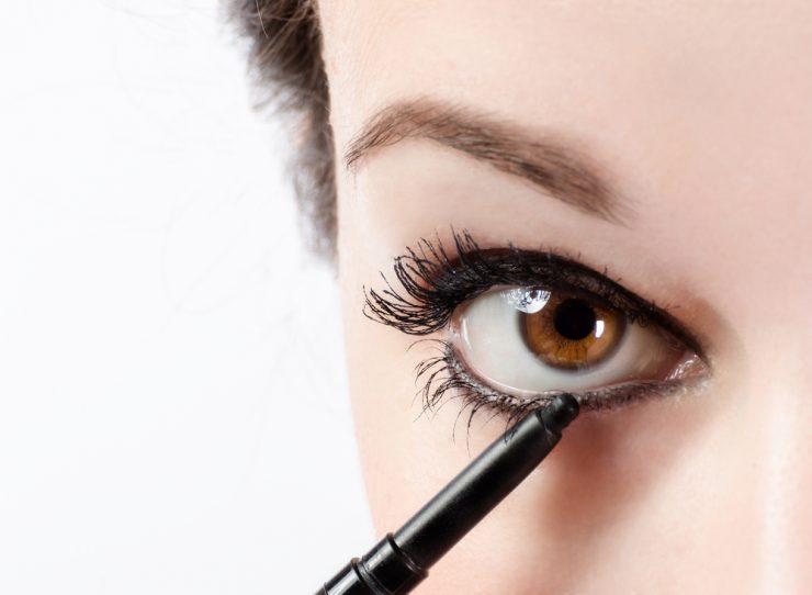 畫出不易暈染眼線的小技巧