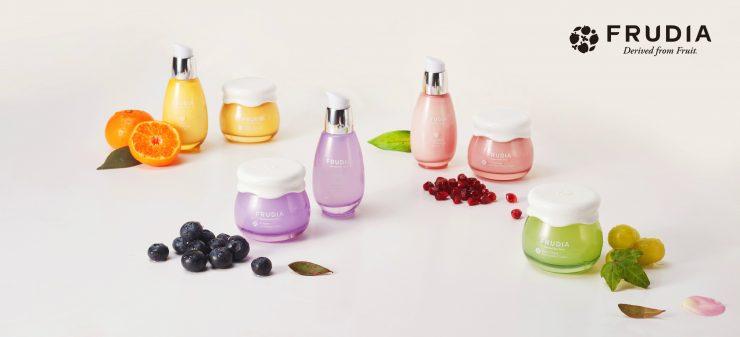 風靡韓國的新創水果保養品牌FRUDIA繽紛登台,獨家技術萃取鮮純維他命水,打造自然不做作的「鮮.榨.果.汁.肌.」